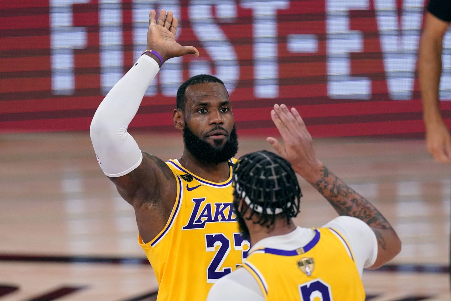 5 Things: Lakers win game 1 against the Heat